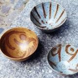 Teeschalen, Holzbrand, Lehm- und Spatglasur, Foto: Sebatsian Laraia